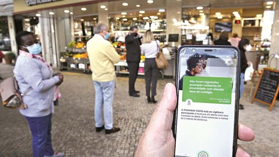App de rastreio desinstalada por 1,8 milhões de pessoas