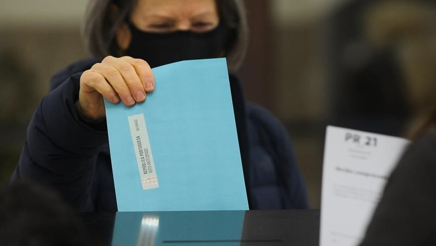 Portugueses exercem direito de voto antecipado para as eleições presidenciais