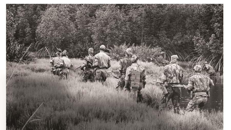 Militares portugueses combateram, durante 13 anos, os Movimentos de Libertação das Províncias Ultramarinas. São apontadas cerca de 10 700 vítimas mortais, a maior parte em Angola, Guiné-Bissau e Moçambique