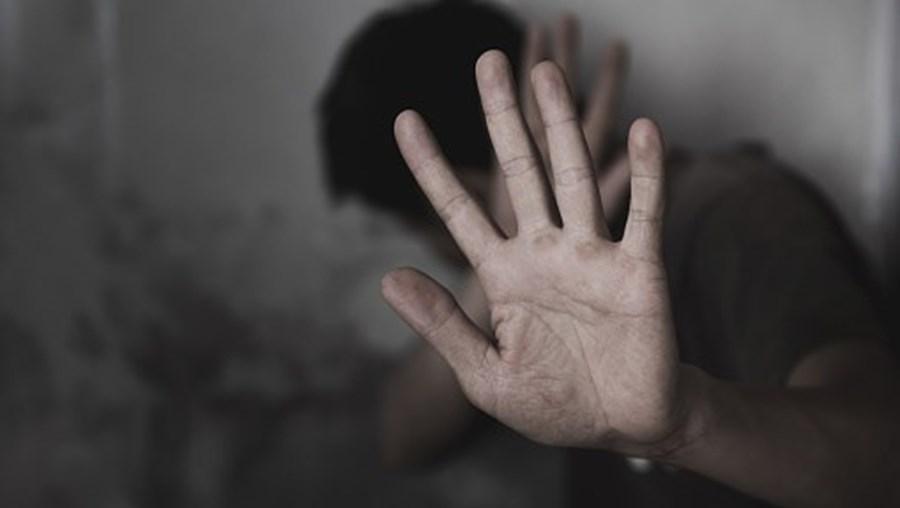Homem vítima de violência doméstica