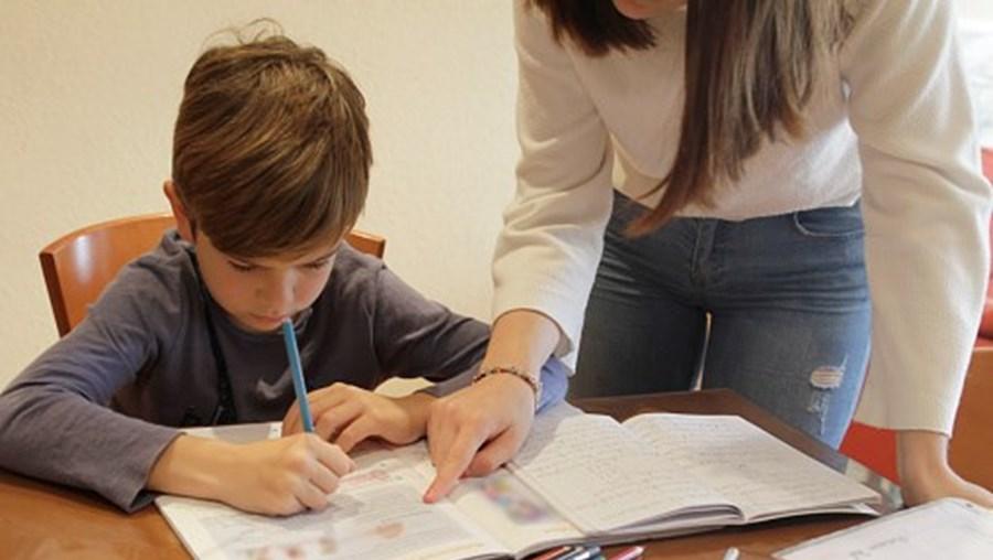 Criança, ensino à distância