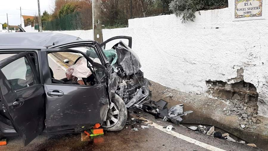 Sofia Nobre , de 35 anos, levava os dois filhos, de dois e três anos, no carro quando colidiu contra um muro