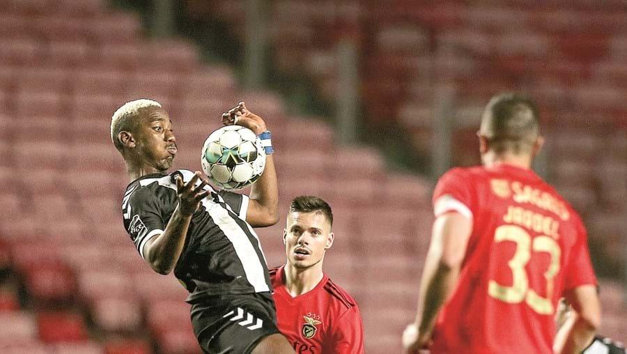 Benfica até esteve a vencer, mas permitiu o 1-1  no início do segundo tempo. Equipa de Jorge Jesus incapaz de reverter a igualdade.
