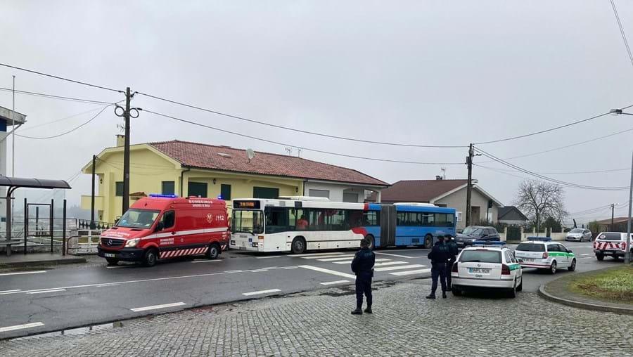 Autocarro está parado em Braga com passageiro infetado com Covid-19 no interior