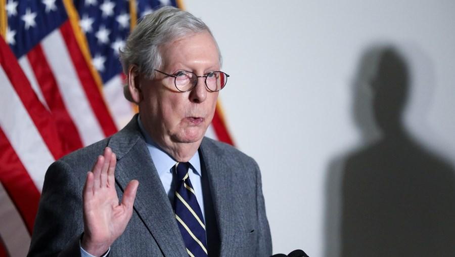 Mitch McConnell, líder republicano no Senado, criticou  Trump pela invasão do Capitólio mas está contra o julgamento