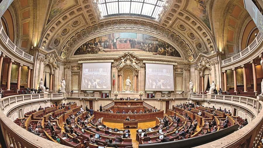 Parlamento vai fazer audições sobre caso de jornalistas vigiados