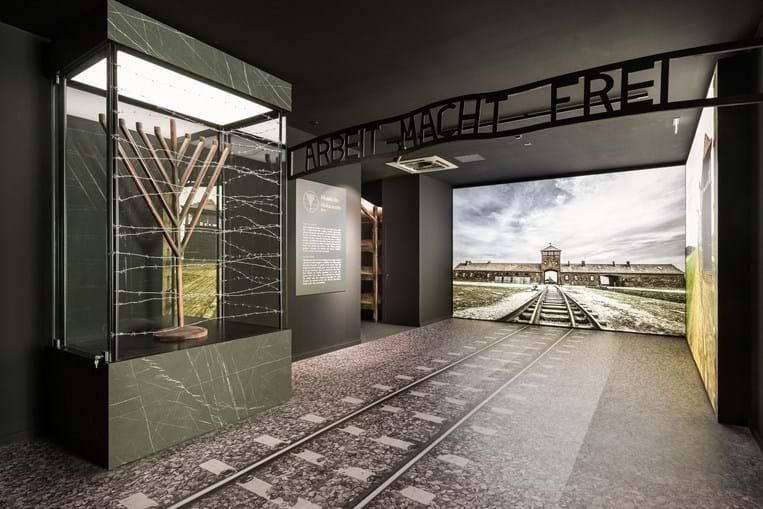 Imagem da entrada do Campo de Concentração de Auschwitz