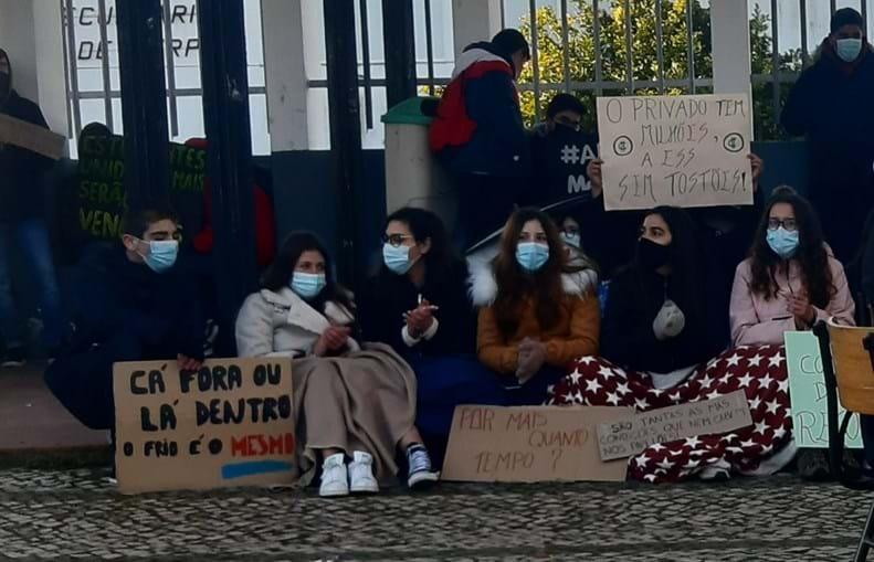 Más condições de escola em Serpa para fazer frente às baixas temperaturas estão na origem do protesto
