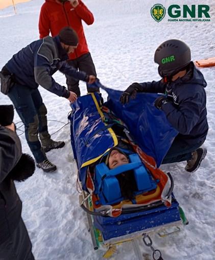 Mulher cai em escarpa de 6 metros na Serra da Estrela e é resgatada pela GNR