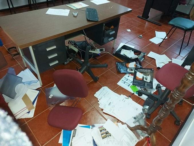 Instalações da autarquia foram vandalizadas durante o ataque