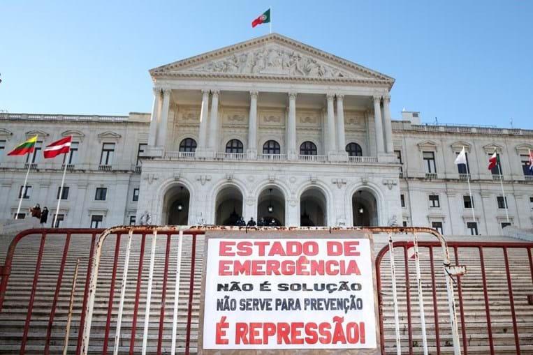 Cerca de 100 pessoas manifestaram-se sem máscara ou distanciamento em Lisboa