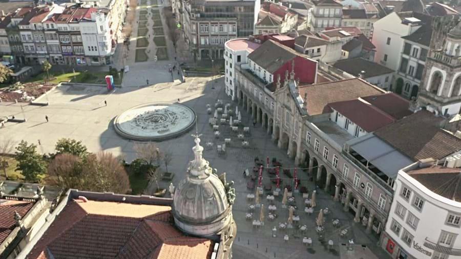 Braga. Num dia normal esplanadas e praça da república estariam apinhadas de gente
