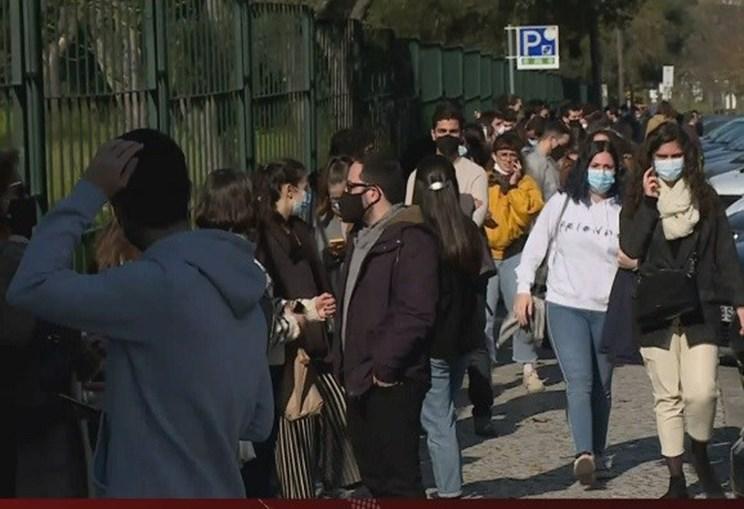 Longa fila para votar em Lisboa