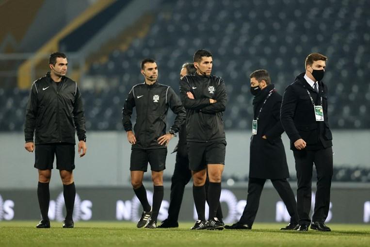 Gelo voltou a adiar jogo entre Vitória de Guimarães e Farense