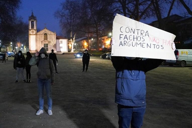 Guimarães transforma-se em campo de batalha verbal entre apoiantes de André Ventura e 'antifas'