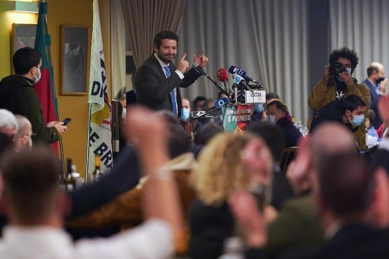 """O candidato à Presidência da República, André Ventura, durante um jantar-comício no restaurante """"Solar do Paço"""", no âmbito da campanha eleitoral para as eleições presidenciais, em Braga, 17 de janeiro de 2021"""