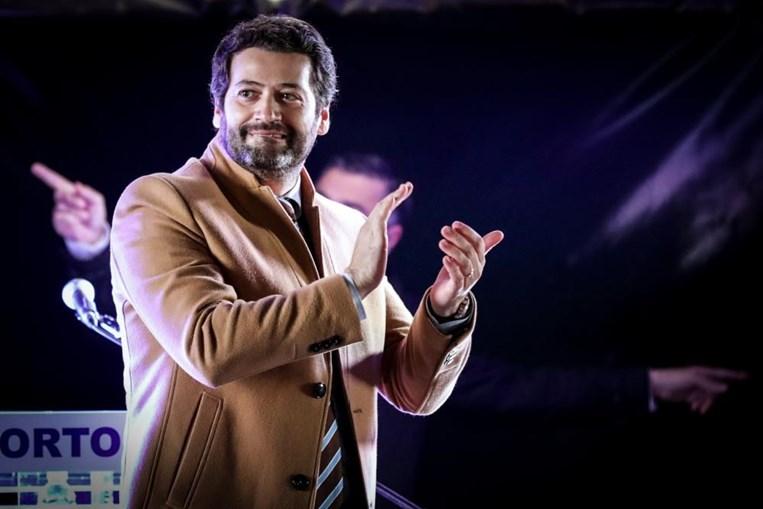 O candidato do Chega às eleições presidenciais de 2021, André Ventura (D), durante um comício drive-in em Leça da Palmeira, Matosinhos, 18 de janeiro de 2021