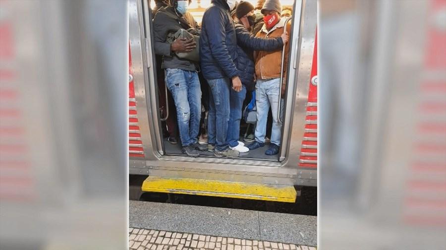 Utentes denunciam comboios lotados e falta de condições de segurança