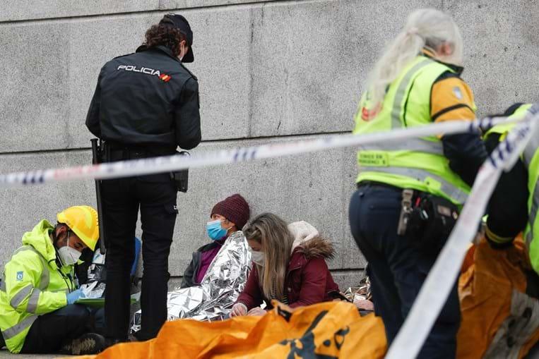 Pelo menos três mortos em explosão de edifício em Madrid. Lar de idosos evacuado