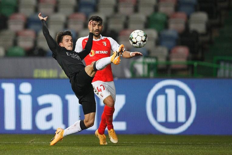 Cervi foi titular contra o Sp. Braga como lateral-esquerdo