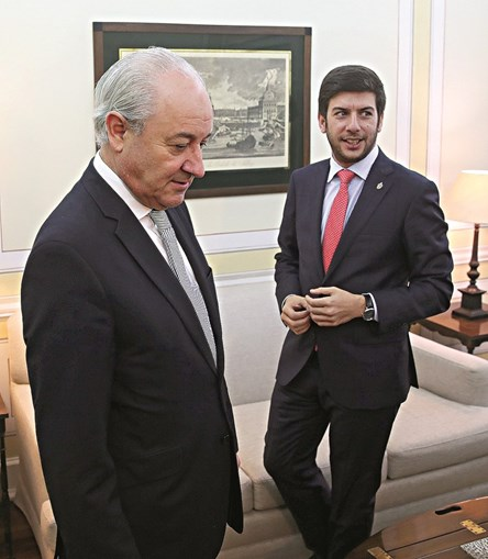 Rui Rio e Francisco Rodrigues dos Santos lidam com críticas internas, apesar de terem apoiado o candidato vencedor, Marcelo Rebelo de Sousa