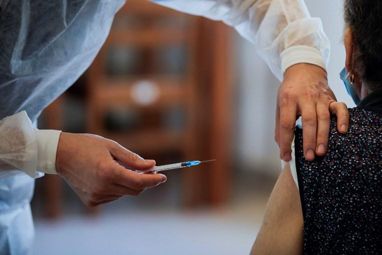 Um pouco por todo o País, o cenário repete-se: o primeiro mês do ano têm sido marcado pela vacinação em massa de utentes e funcionário de estruturas residenciais para idosos e unidades de cuidados continuados.