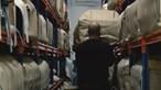 Luto adiado: urnas amontoam-se nas funerárias com aumento das cremações durante pandemia