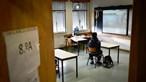 Sem internet em casa Leandro tem aulas numa escola deserta em São Pedro do Sul. O outro lado do ensino à distância