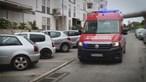 Recluso escapa de uma ambulância na zona de Caxias em Oeiras. Autoridades fazem buscas