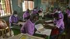 Dezenas de homens armados raptam alunas de uma escola na Nigéria. 300 raparigas estão desaparecidas