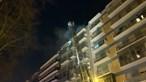 Incêndio obriga a evacuar prédio em Benfica, Lisboa. Veja as imagens