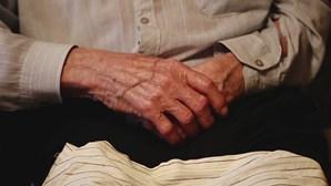 """Pandemia da Covid-19 é """"oportunidade"""" para replanear cuidados de quem vive em lares, aponta estudo"""