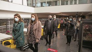 Vacinação contra a Covid arranca em oito postos no Centro