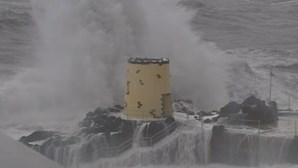 Alerta laranja no litoral norte e centro devido a agitação marítima