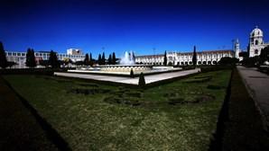 Peticionários garantem acordo com Câmara de Lisboa para preservar brasões da Praça do Império