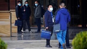 """China rejeita investigação da OMS para descobrir origem da Covid-19 e afirma que fuga de laboratório foi um """"boato"""""""