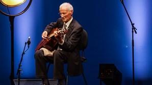 Morreu Joel Pina, mestre da guitarra que acompanhou Amália durante 29 anos
