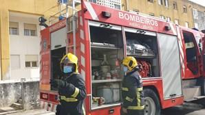 Incêndio em habitação deixa casal desalojado em Aveiro