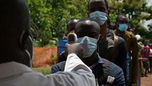 300 mortos e mais de 8500 infetados pela Covid-19 em África nas últimas 24 horas