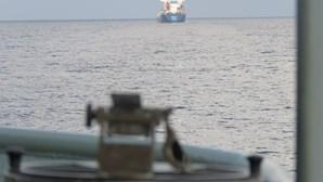 """Navio """"Zaire"""" da Marinha portuguesa realiza ações de apoio a barcos atacados por piratas no Golfo da Guiné"""