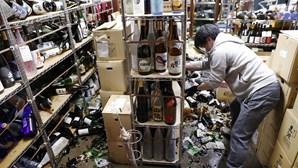 Muros caídos e loiça partida: As imagens da destruição no Japão após sismo de 7,1