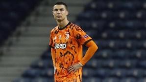 """""""94 minutos sem fazer nada"""": Ronaldo arrasado pela imprensa italiana após derrota frente ao FC Porto"""