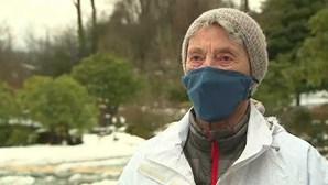 Idosa de 90 anos caminha 10 quilómetros na neve para ser vacinada contra a Covid-19