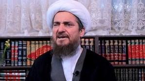 """Líder religioso iraniano diz que quem toma a vacina da Covid-19 """"torna-se homossexual"""" e acaba arrasado"""