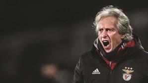 """""""Andamos a correr atrás do prejuízo"""": Jorge Jesus recusa abandonar comando do Benfica"""