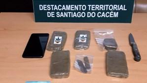 GNR detém alegado traficante de droga em Sines e apreende 2.180 doses de haxixe