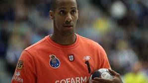 """Guarda-redes do FC Porto Alfredo Quintana: """"Campeão na vida e no desporto"""""""