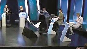 Bronca em direto na tv com participante de concurso com mau perder