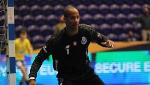 Rei da baliza do andebol do FC Porto traído pelo coração