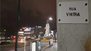 'Movimento Rua Vi€ira' marca protesto para contestar direção do Benfica